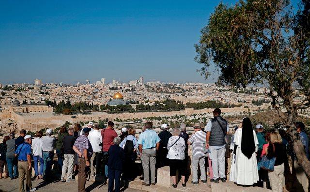 """السعودية تعطي القدس والضفة الغربية لـ""""إسرائيل""""؟!"""