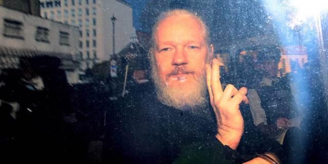 من أجل Assange / أسانج