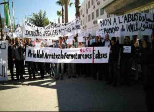 """الجزائر : منظمو حملات """"التنصير"""" ينفذون احتجاجات"""