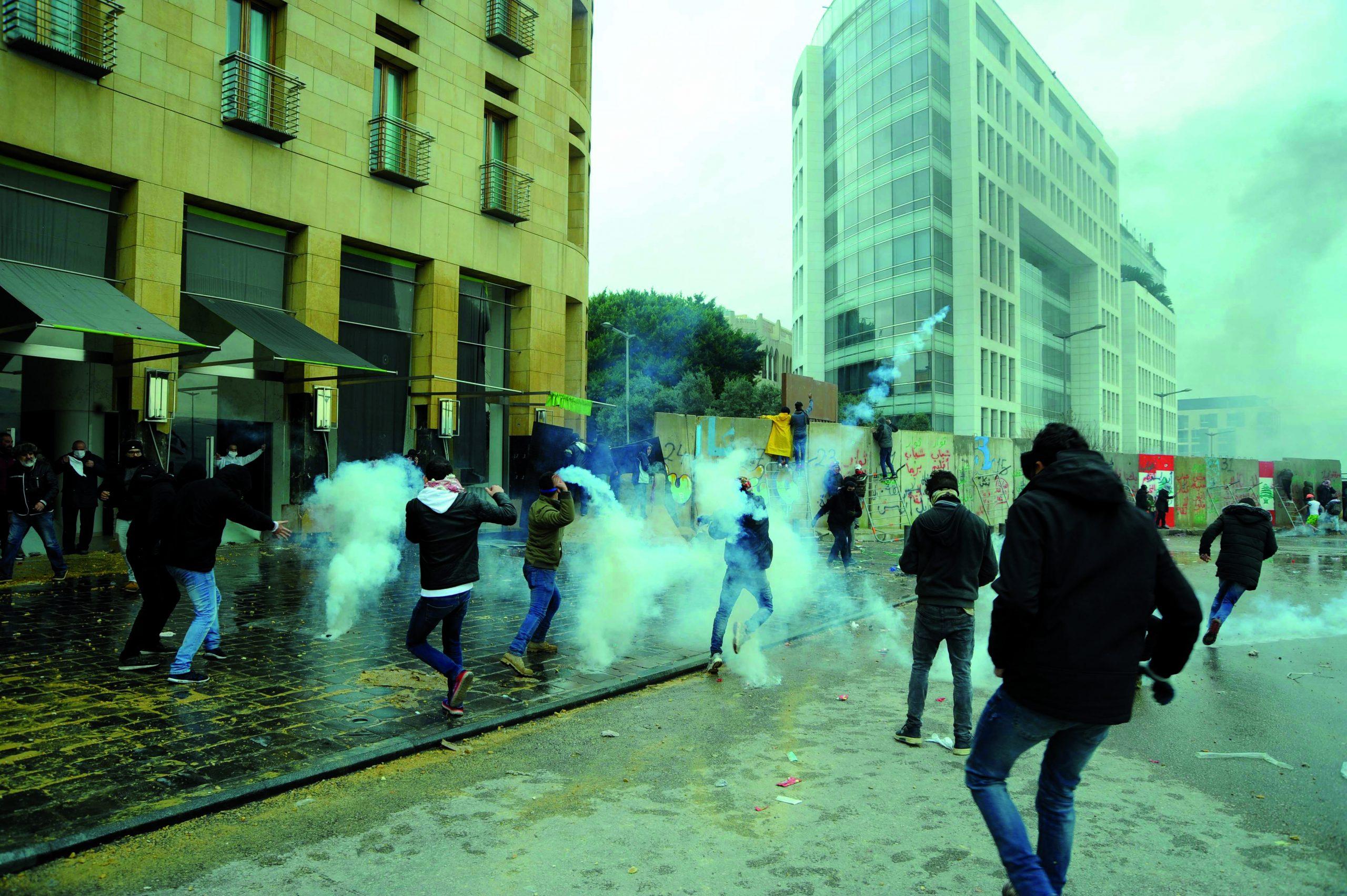 """قضايا """"الثورة اللبنانية"""" : """"الحذر من التحول نحو العنف"""" …!"""